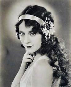 1920s long hair on pinterest 1950s fashion hairstyles 153 best images about vaudeville inspiration on pinterest