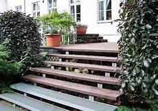 Holzterrasse Mit Treppe Terrassenunterbau Aus Profilstahl