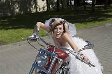 Bikerhochzeit Feiern Ideen F 252 R Ein Rockiges Ambiente