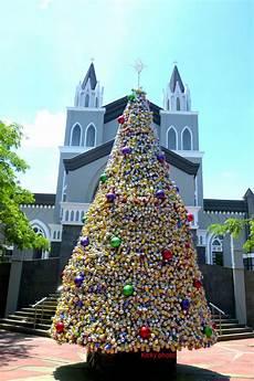 Unik Pohon Natal Kaleng Di Gereja Santo Laurensius