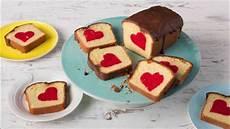 sanella kuchen r 252 hrkuchen mit herz surprice inside cake patch cake