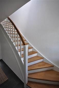 treppe holz weiß wangentreppe trend treppen mit uns geht es richtig