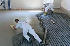 schritt fuer schritt so werden risse im estrich betonieren so werden fundamente gegossen anleitung