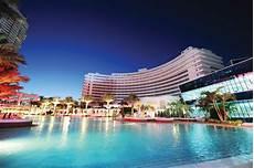 hotel thrillist fontainebleau miami jet set girls