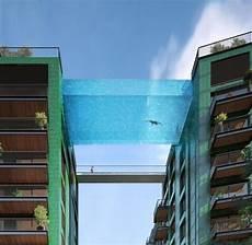 swimmingpool in 35 metern h 246 he verbindet