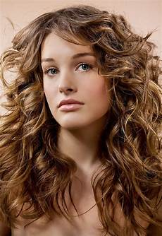 layered haircut with scrunching for wavy haired types