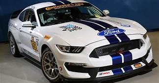 Ford Shelby Mustang GT350R C Makes Its Racing Debut