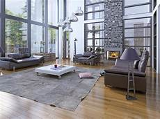 Wohnzimmer Der Hohen Decken Mit Kamin Stockfoto Bild