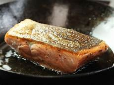 Lachs Mit Haut Braten - the food lab how to make pan fried salmon fillets with