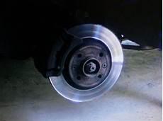 changer disque de frein clio 3 changer plaquettes de frein et disques sur clio 2 phase 2