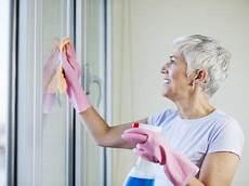 Fenster Streifenfrei Putzen Hausmittel - fenster streifenfrei putzen so klappt es problemlos