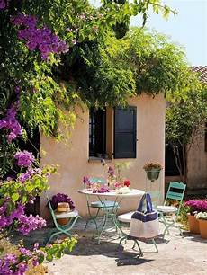 Terrassengestaltung Toskana Flair Blau Lackierte