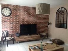 brique pour mur faux mur de brique diy avec des plaques de chez leroy
