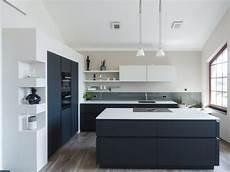 küchen schwarz weiss schiefer arbeitsplatten f 252 r die k 252 che k 252 chenhaus thiemann