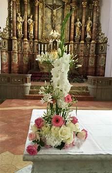 blumenschmuck goldene hochzeit altargesteck hochzeit flairville