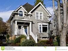 fassadenfarbe trend 2016 vecchia casa grigia piacevole immagine stock immagine di