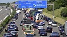 Ferienbeginn Adac Warnt Vor 2000 Kilometer Langen Sommer