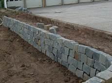 stützmauer bauen anleitung trockenmauer bauanleitung zum selber bauen heimwerker