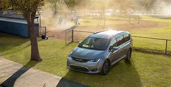 2018 Chrysler Pacifica Hybrid  Mark's Casa Jeep