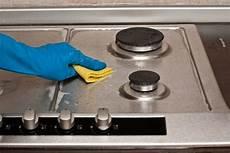 come pulire il piano cottura in vetro come pulire il piano cottura