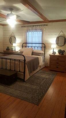 Warm And Cozy Bedroom Ideas by 44 Warm And Cozy Rustic Bedroom Decorating Ideas 19 In