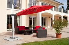 sonnenschirm für terrasse trendiger sonnenschutz mit el sonnenschirmen