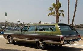 1971 Chrysler Town & Country  Information And Photos