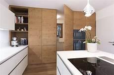 Küche Mit Speisekammer - in der k 252 chenschrankwand integrierter durchgang zur