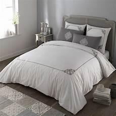 parure de lit coton parure de lit 220 x 240 cm en coton blanche grise coleto