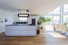 kleine küche mit essbereich gro 223 er koch wohn essbereich modern kitchen other