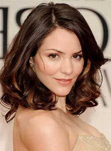 trending hairstyles for oval faces to try nowadays