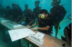 worlds first underwater cabinet meeting held in maldives