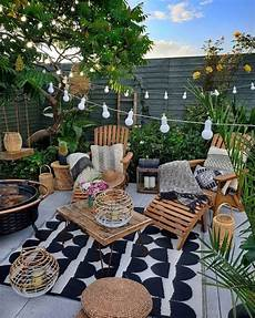 Desain Taman Outdoor Sekaligus Ruang Santai Dengan Gaya