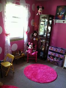 minnie mouse theme pink walls with one wall white