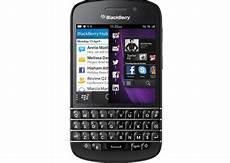 whatsapp skype arrive the blackberry q10 techshout