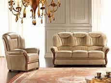 divani classici in legno salotto classico pelle promo divani a prezzi scontati