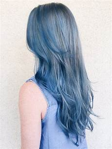 coloration cheveux bleu les cheveux blue la tendance coloration du