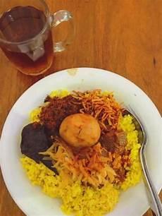 Nasi Kuning Riburane Paling Laris Dan Top Di Makassar