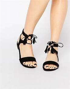 sandales lacets chaussure boots et bottines