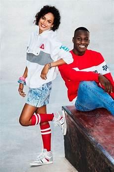 was war typisch für die 90er 80er jahre mode sportlich sneakers sweatshirt socken