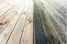 terrasse en bois glissante comment la rendre antid 233 rapante