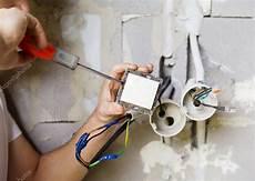 le ohne schutzleiter instalaci 243 n de luz en una casa nueva foto de stock