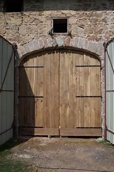 Porte De Grange En Ch 234 Ne Par Dneis Sur L Air Du Bois
