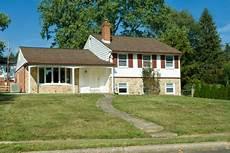 split level fertighaus 1960s split level home suburban philadelphia stock