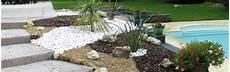 amenagement de jardin avec des pierres deco jardin mineral terrasse en bois