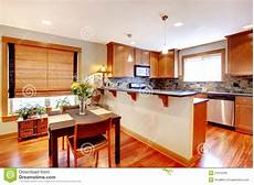 cucina e sala da pranzo sala da pranzo e cucina con i colori dorati fotografia