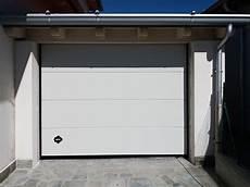 portoni sezionali breda persus di breda linee pulite ed eleganza per un garage