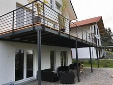 terrasse auf stahlkonstruktion stahlbalkon mit holzdeck fichtl haus balkon in 2019 balkongel 228 nder edelstahl balkongel 228 nder