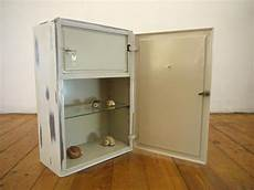 küche mit apothekerschrank medizinschrank metall antik bestseller shop f 252 r m 246 bel