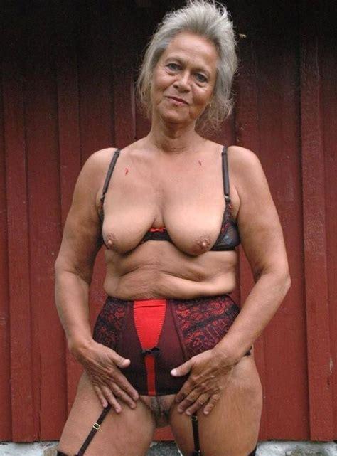 Ela Darling Naked